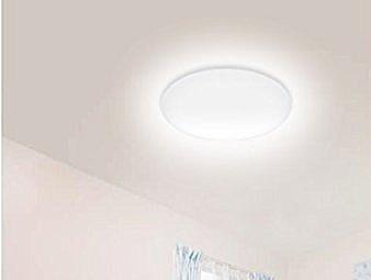 照明にはLEDライトというのが普通になりますが、ブルーライトの問題もあります