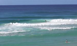 サーファーなら憧れる、空港降りたらすぐにサーフィン