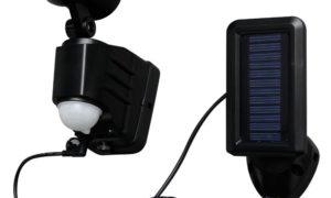 屋外の照明、太陽光でバッテリーにチャージしていますが、充電不足です